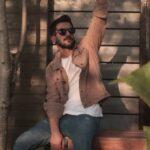 دانلود آهنگ اصلا منو ولش رو سرم ریخته دردای عالم حسین منتظری